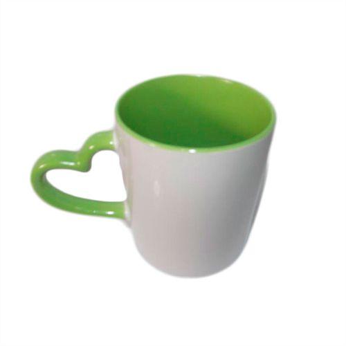 Caneca Cerâmica Branca Com Alça de Coração e Interior em Verde Claro 325ml Resinada P/ Sublimação (B118) - 36 Unidades (Caixa Fechada)