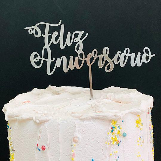 Topo de Bolo Feliz Aniversário Metalizado Prata Sonho Fino Rizzo Confeitaria