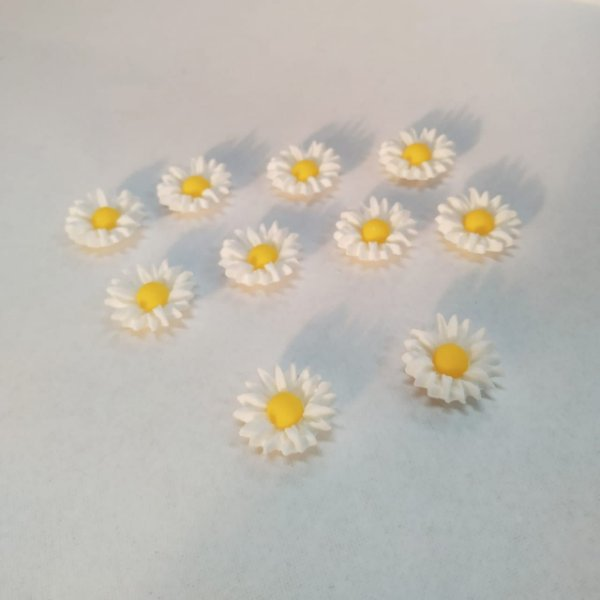 Confeitos Comestíveis Girassol Branco - Flores e Encantos de Açúcar - Rizzo Confeitaria