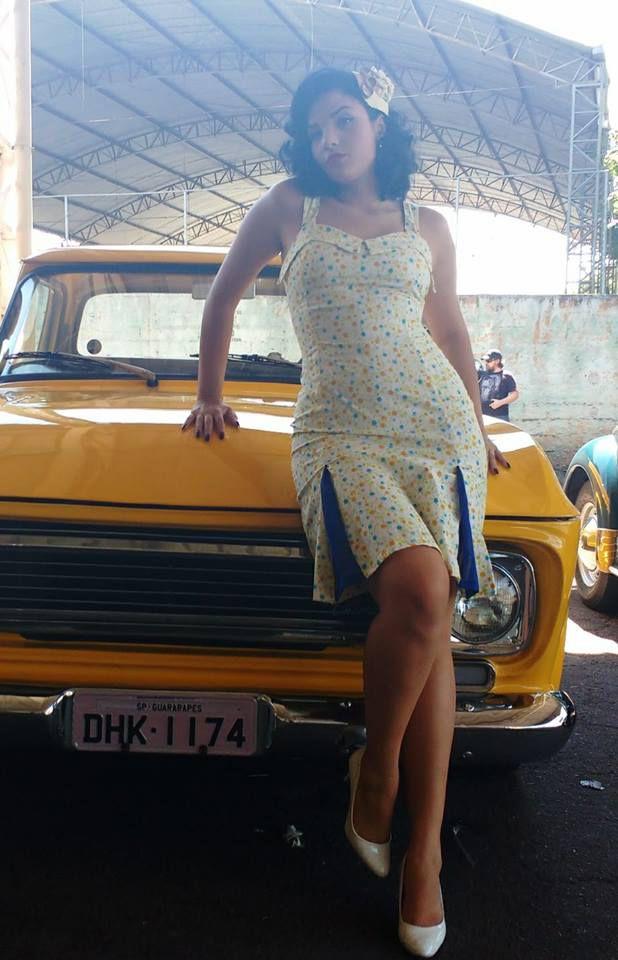 Vestido Lucille Floral Amarelo Com Nesgas em Azul Retrô Pin Up