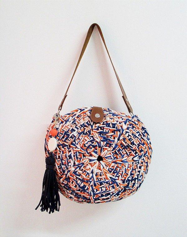 Bolsa Redonda Retrô Tiracolo Listrada em Crochê Artesanal