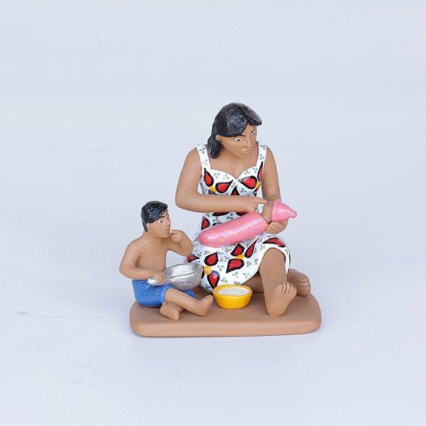 Mãe Alimentando seus filhos 02