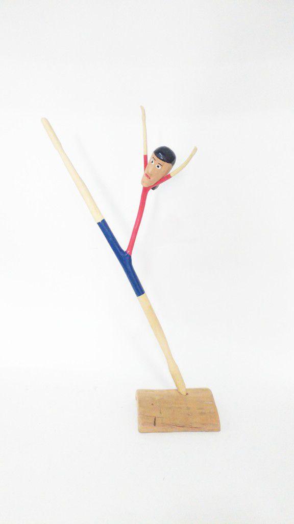 Acrobata em madeira do Yang G - AL