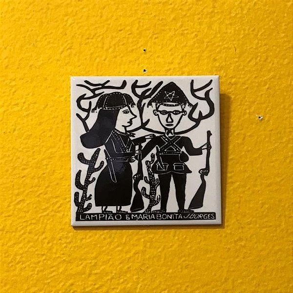 """Azulejo """"Lampião e Maria Bonita"""" do J. Borges M - PE"""