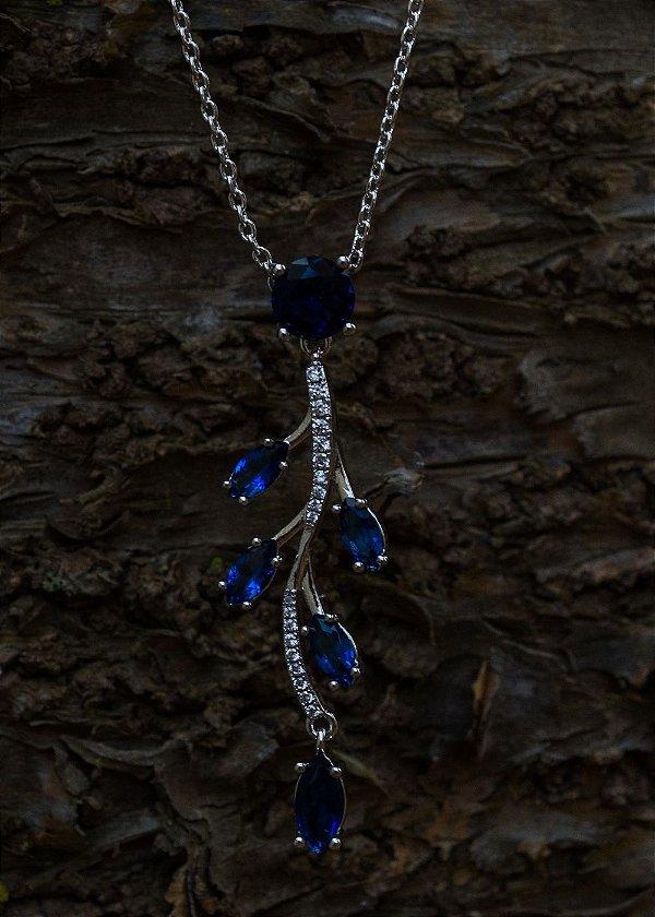 Gargantilha ramo com zircônias azuis e brancas banhado em ródio branco