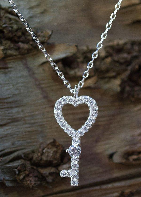 Colar chave e coração em prata 925
