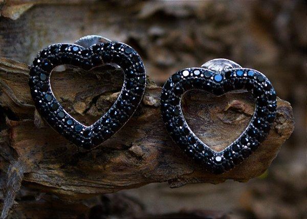 Brinco coração zircônias negras em prata 925