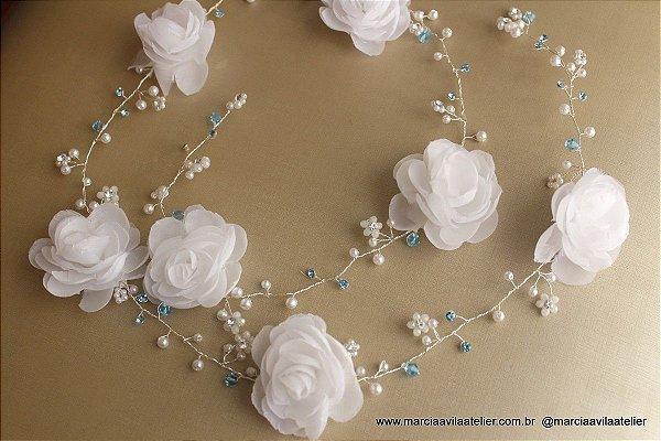 Fio para cabelo de noiva folheado a prata com pérolas e flores cristais azuis