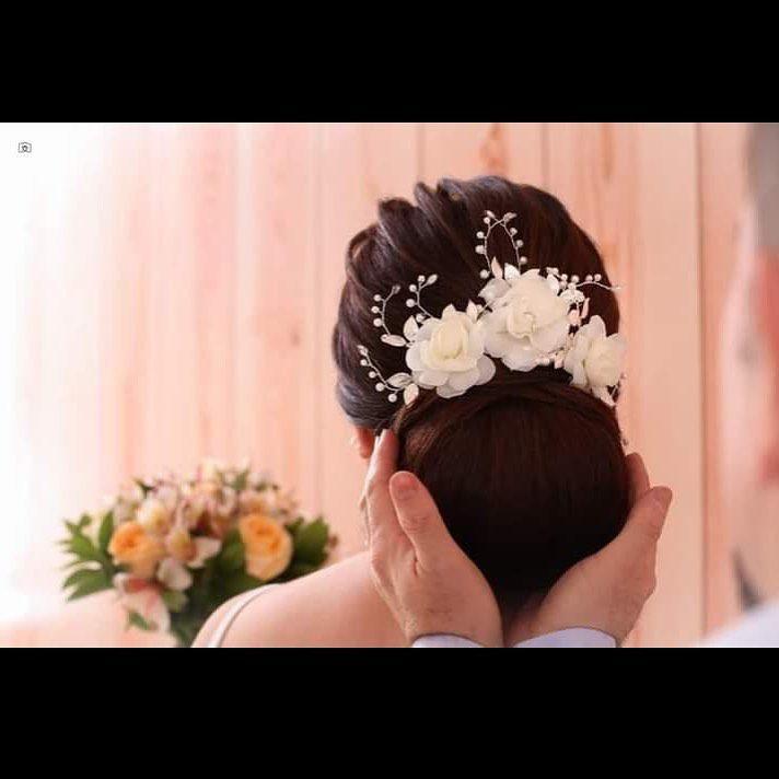 Trio de Grampos de noiva banho de prata com com flores off