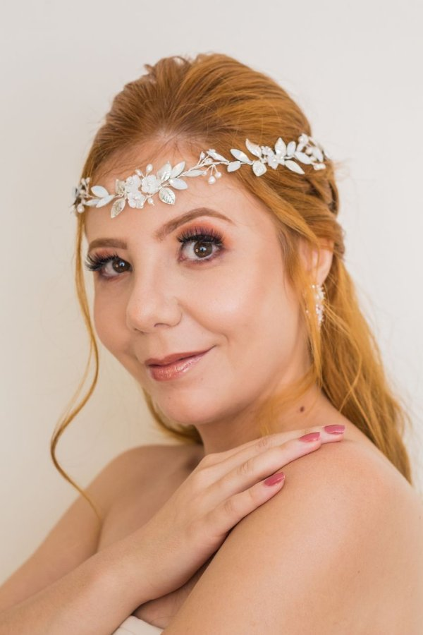 Headband ou tiara de noiva em strass e madrepérolas