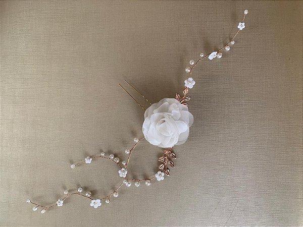 Enfeite para noiva com flor  de tecido banho de ouro rosé
