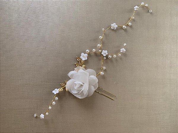 Enfeite para noiva com flor de tecido  metal banho de ouro amarelo