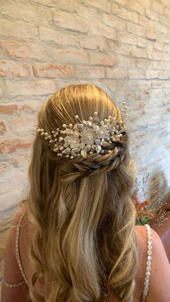 Arranjo para cabelo de  noiva  pérolas e madrepérolas banho prata