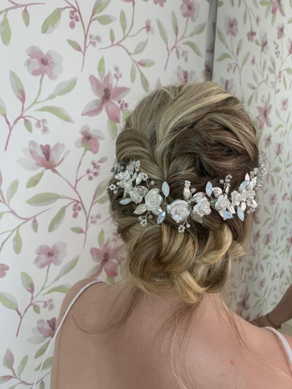 Tiara de noiva pérolas e flores off boho chic
