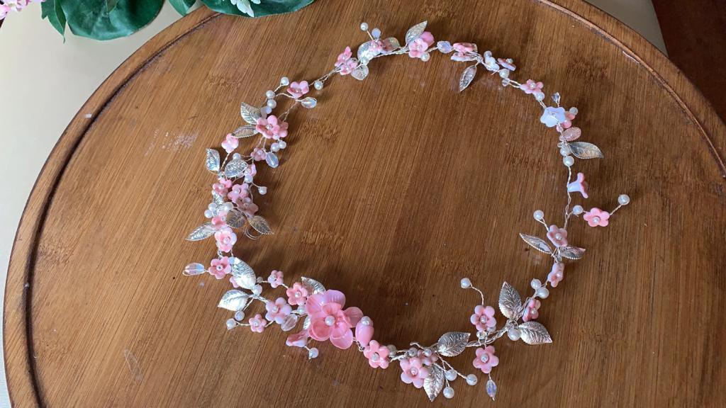 Tiara de noiva flores rosé banho de prata boho chic