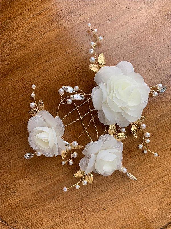 Trio de grampos off com metais dourados para noiva