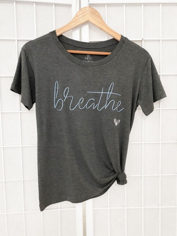 T-SHIRT BORDADA - BREATHE