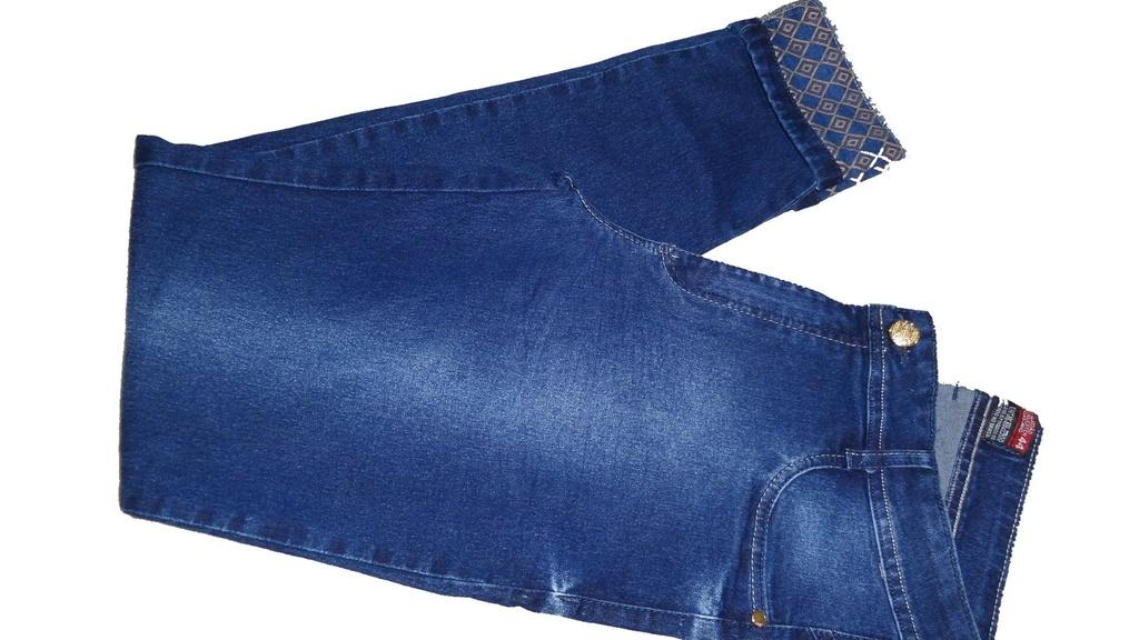 Calça Jeans Hot Pants Azul e Botão Dourado