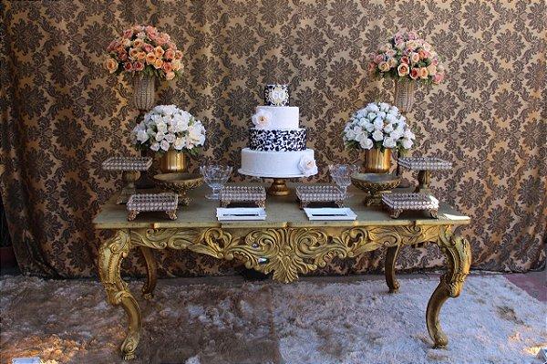 Mesa imperial dourada