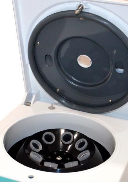 Centrífuga digital com motor por indução, 4000 RPM, bivolt, mod.: DT-4000 (Daiki)