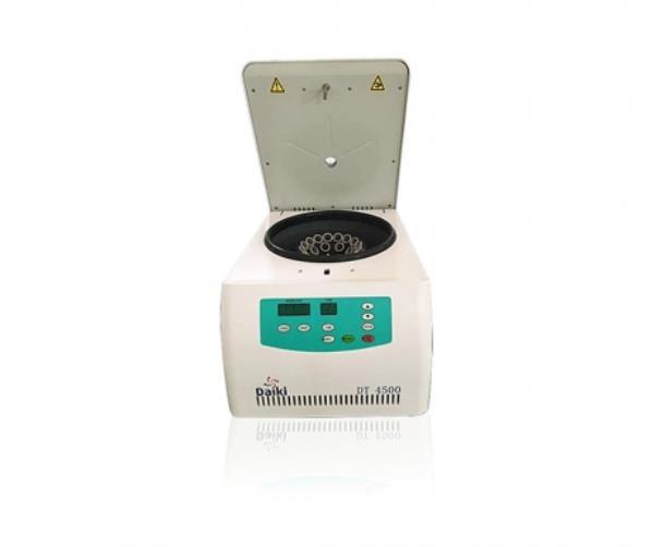Centrífuga digital com motor por indução, 4500 RPM, 220V, mod.: DT-4500-220V (Daiki)