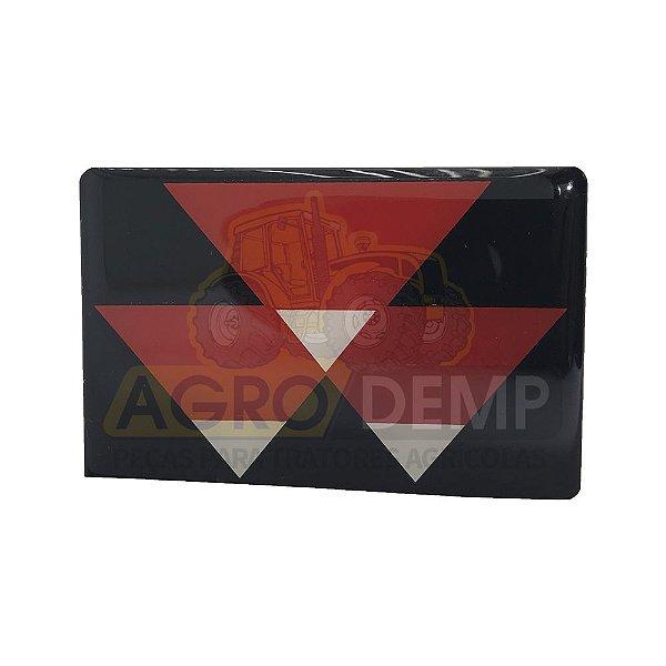 EMBLEMA MF DA GRADE DIANTEIRA (EM ALUMÍNIO) MASSEY FERGUSON 265 / 275 / 283 / 290 / 292 / 297 / 299 / 610 / 620 / 630 / 640 / 650 / 660 / 680 - 3587203
