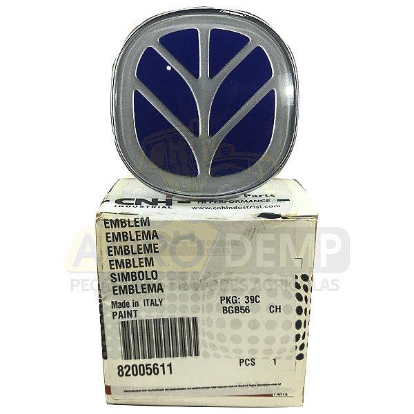 EMBLEMA CAPO DIANTEIRO - (ORIGINAL CNH) NEW HOLLAND - TL65 / TL70 / TL80 / TL90 / TL100 | TS90 / TS100 / TS110 | TM TODOS - 82005611