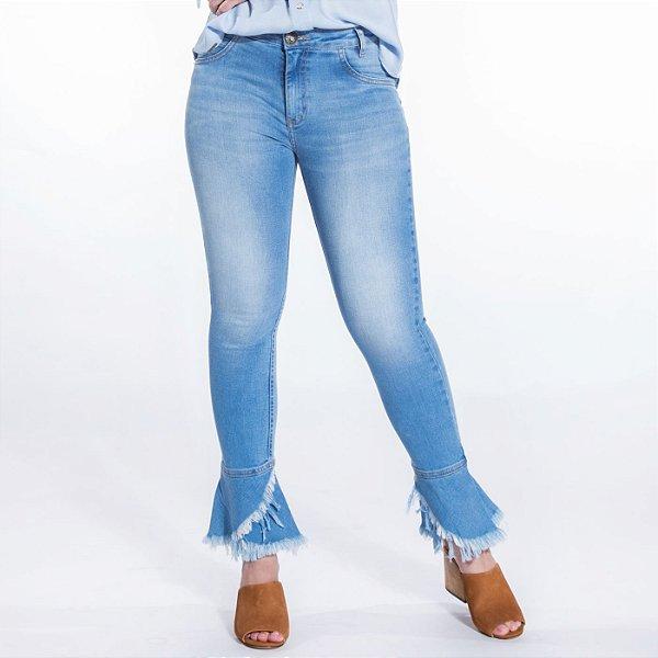 Calça Capri Jeans com Babado na Barra