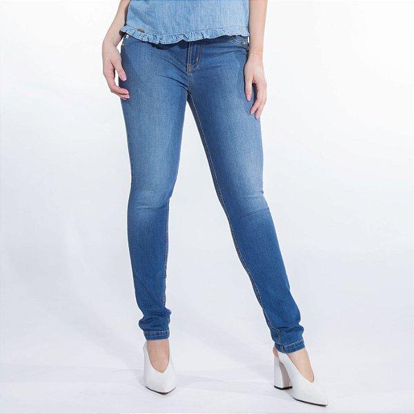 Skinny Jeans com Recorte e Pesponto Diferenciado