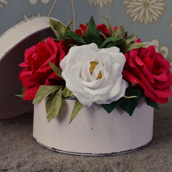 Caixa redonda com Rosas recheadas de bombons