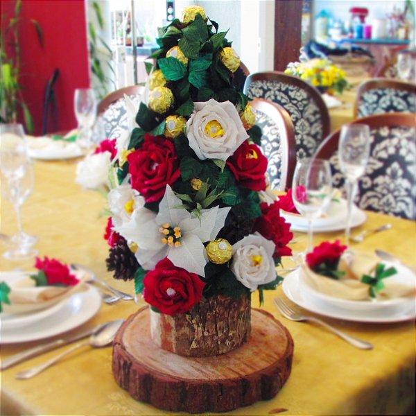 Mini Árvore de Natal com flores artesanais e bombons Ferrero Rocher