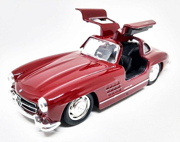 Mercedes Benz 300 SL Vinho - Escala 1/38 - 12 CM