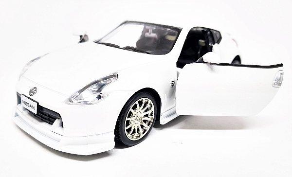 Nissan 370Z  Branco - ESCALA 1/32 - 13 CM