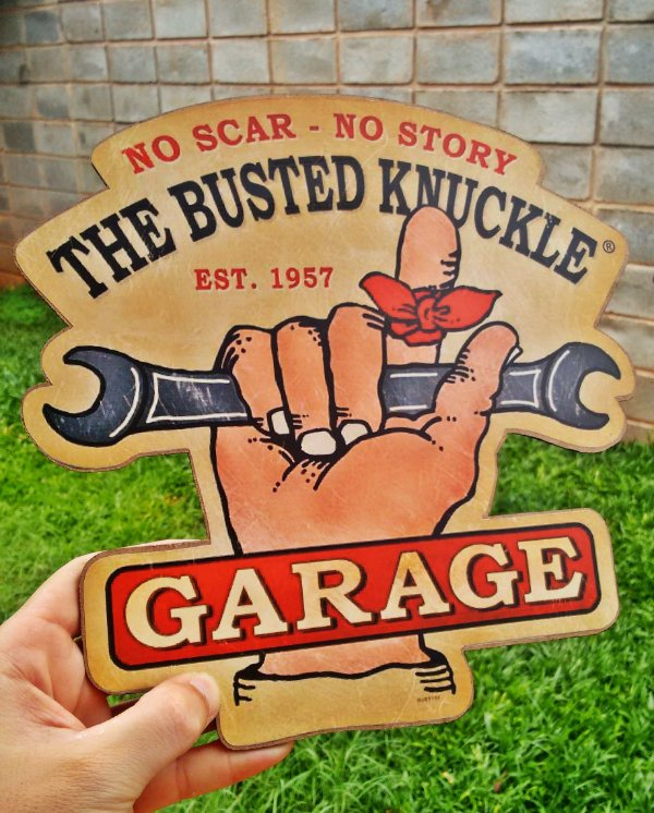 Placa Decorativa The Busted Knuckle Garage - No Scar  No Story