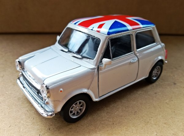 Mini Cooper 1300 Branco - Escala 1/24 11CM