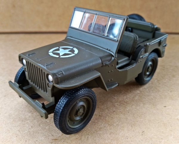 Jeep Willys 1941 Verde Militar - Escala 1/32 11 CM