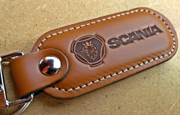 Chaveiro em Couro Marrom Scania