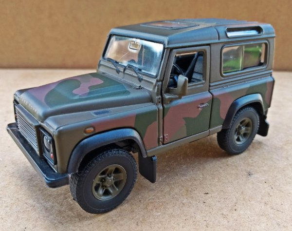Land Rover Defender Militar - Escala 1/36 - 12 CM