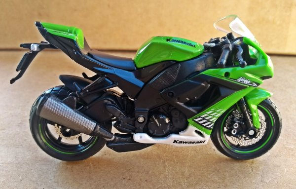 Kawasaki Ninja 1000 - ESCALA 1/18 - 12 CM
