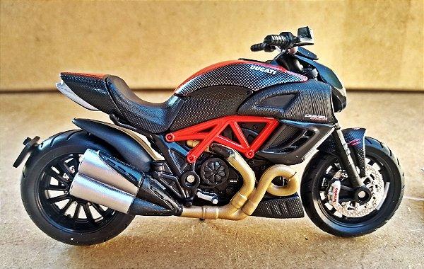 Ducati Diavel Carbon - ESCALA 1/18 - 12 CM