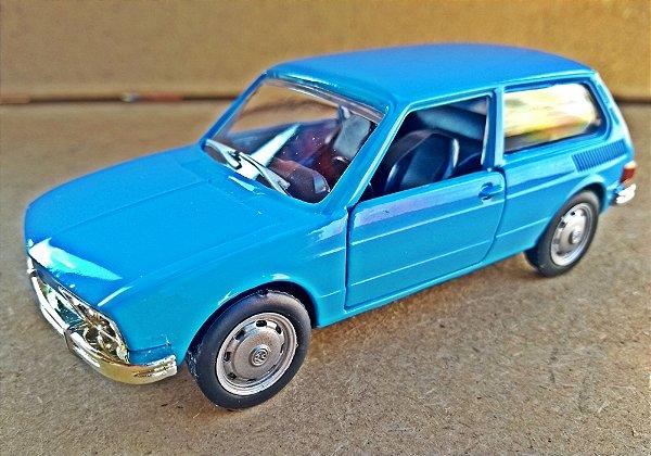 Volkswagen Brasilia 1974 Azul - Escala 1/32 12 CM