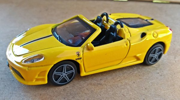 Ferrari Scuderia Spider 16M - Escala 1/43 11 CM