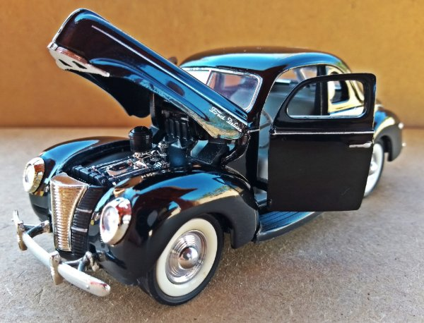 Ford 5 Window Coupé - Escala 1/34 - 14 CM