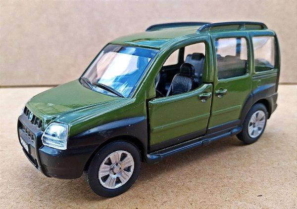 Fiat Doblô Adventure - Escala 1/43 - 12 CM