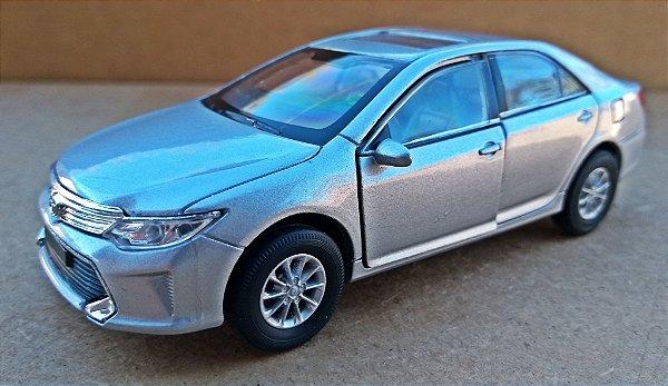 Toyota Camry - ESCALA 1/43 - 12 CM