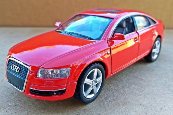 Audi A6 - Escala 1/32 13 CM