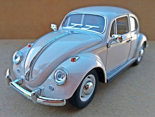 Volkswagen Fusca Bege 1967 - Escala 1/24 - 17 CM