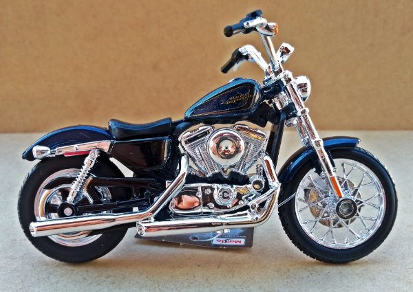 Harley Davidson XL 1200V 2012 Azul - ESCALA 1/18 - 12 CM