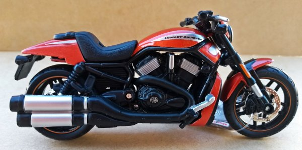 Harley Davidson Night Road Especial 2012 Laranja - ESCALA 1/18 - 12 CM