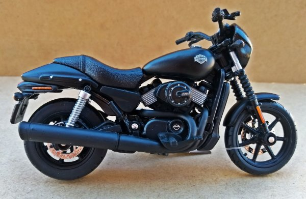Harley Davidson Street 750 2015 Preto Fosco -  ESCALA 1/18 - 12 CM